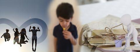 (Montagem fotográfica) Jovens em salto no ar, símbolo do infinito por trás, rapaz cheirando pequena flor, papéis presos com cordel, boneco tridimensional com esfregona e megafone sobreposto